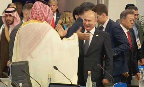 G20: Χαμός στα social media από το ενθουσιώδες «high five» του Πούτιν με τον πρίγκιπα Σαλμάν (vid)