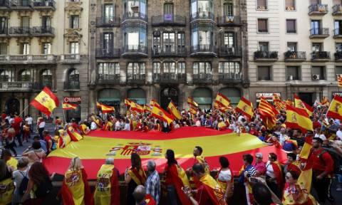 Χιλιάδες διαδηλωτές έκαναν πορεία στην Μαδρίτη, υπέρ της ενότητας της Ισπανίας
