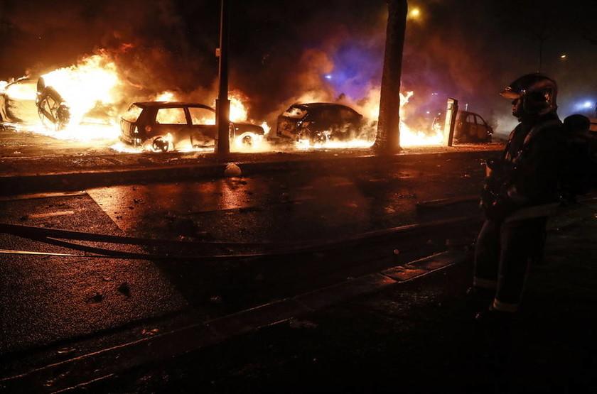 «Φωτιά» στην οργή των διαδηλωτών βάζει ο Μακρόν: Υπόσχεται δίκες με συνοπτικές διαδικασίες (Pics)