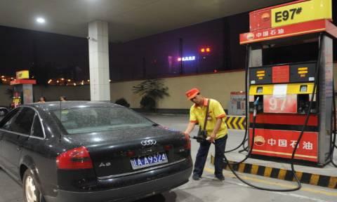 Κίνα: Νέα μείωση στις τιμές της βενζίνης και του πετρελαίου