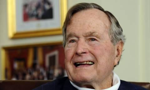 Πιστός μέχρι το τελευταίο αντίο! Η συγκινητική φωτογραφία του σκύλου του Τζορτζ Μπους