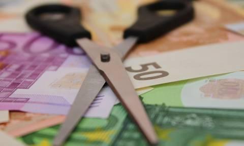 «Μαχαίρι» σε επιδόματα 93.000 υπαλλήλων στο Δημόσιο