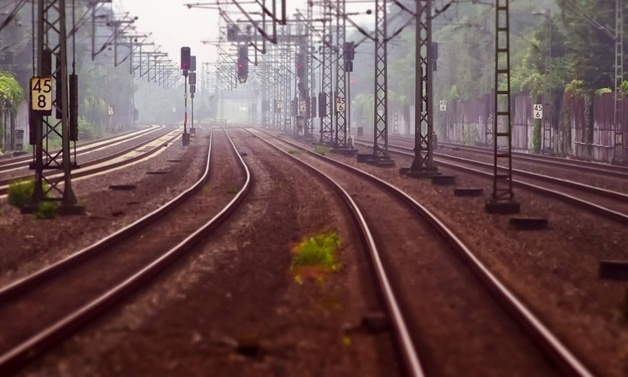 Σοκαριστικός θάνατος γυναίκας: Έβγαλε το κεφάλι της από το παράθυρο του τρένου