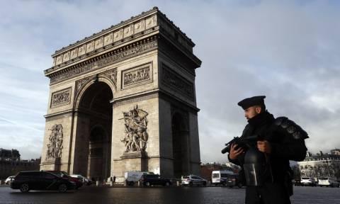 Γαλλία: Εκατοντάδες συλλήψεις για τα «κίτρινα γιλέκα» - Υποσχέσεις για μείωση φόρων