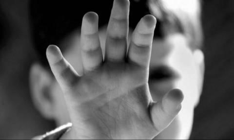 Φρίκη στο Βόλο! Ο πατέρας του 4χρονου φέρεται να τον χτυπάει ακόμα και μέσα στο νοσοκομείο