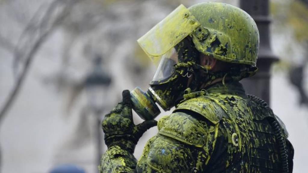 «Χαστούκι» στον Μακρόν από τα «κίτρινα γιλέκα»: Δεν πάνε στις διαπραγματεύσεις για τον εξής λόγο