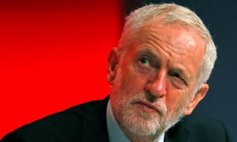 «Κώδωνας κινδύνου» από Κόρμπιν: Η συμφωνία της Μέι για το Brexit είναι «άλμα στο κενό»