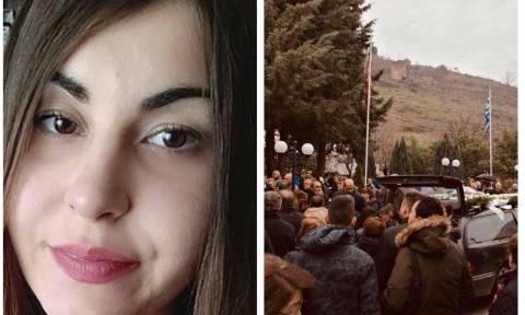 Δολοφονία φοιτήτριας: Στερνό αντίο στην 21χρονη Ελένη – Ραγίζουν καρδιές από το μοιρολόι της μάνας