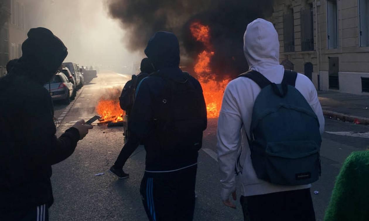 Γαλλία: Δεκάδες λύκεια στο πλευρό των «κίτρινων γιλέκων»