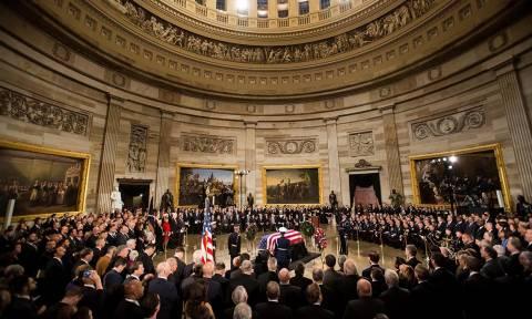 Θρήνος στην κηδεία του Τζορτζ Μπους: Κατέρρευσε ο γιος του – Πέντε πρόεδροι των ΗΠΑ στο στερνό αντίο