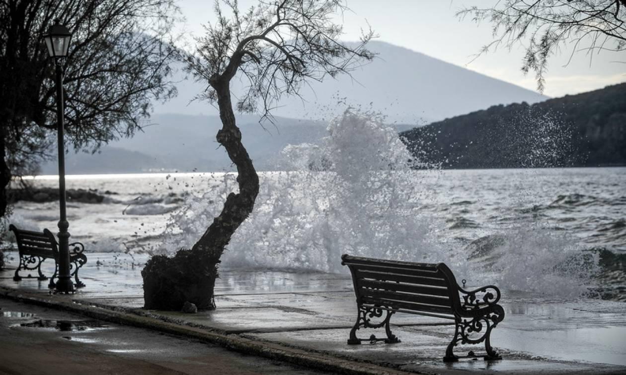 Καιρός: «Βουτιά» θα σημειώσει η θερμοκρασία - 8 μποφόρ στα πελάγη - Δείτε πού θα χιονίσει (pics)