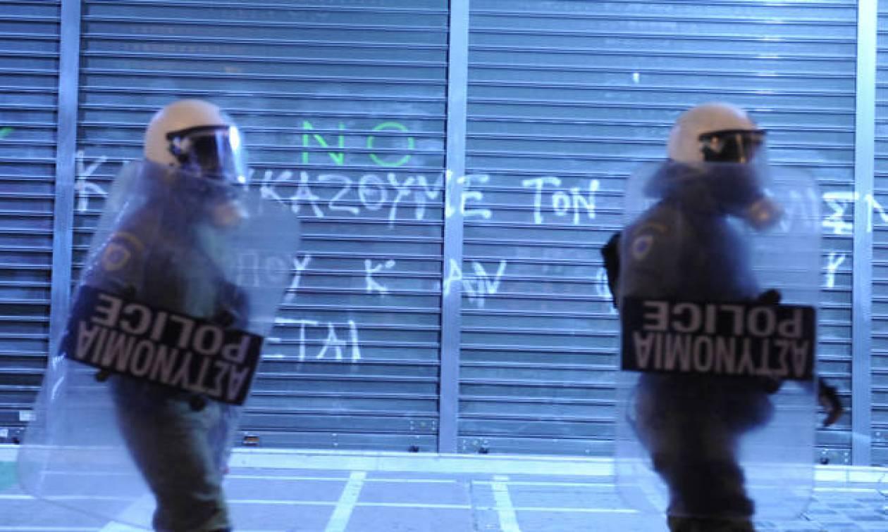 В связи с годовщиной убийства подростка полицейским в Афинах действуют повышенные меры безопасности