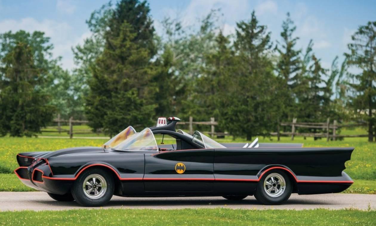 To Batmobile ψάχνει τον Μπάτμαν της διπλανής πόρτας! (pics)