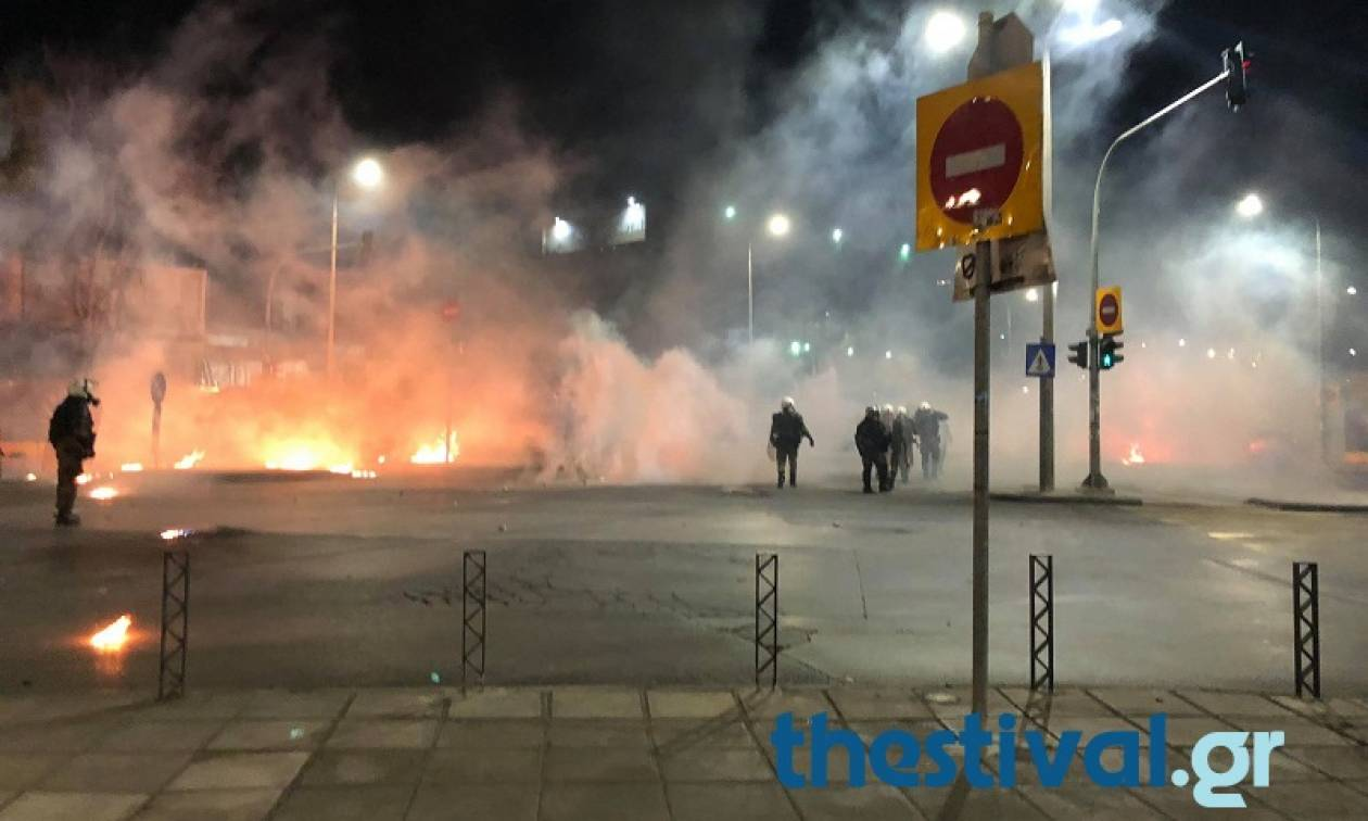 Επέτειος Γρηγορόπουλου: Επεισόδια στη Θεσσαλονίκη - Μολότοφ και χημικά (pics+vids)
