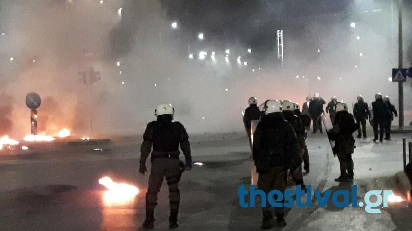 Επέτειος Γρηγορόπουλου: Επεισόδια στη Θεσσαλονίκη - Μολότοφ και χημικά έξω από το ΑΠΘ (pics+vids)