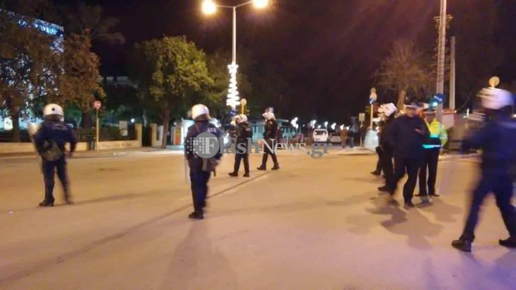 Επέτειος Γρηγορόπουλου: Πετροπόλεμος και μολότοφ μετά την πορεία στα Χανιά (pics)