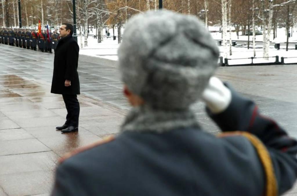 Στην παγωμένη Ρωσία ο Τσίπρας: Κατέθεσε στεφάνι στους -3 – Οι συναντήσεις με Μεντβέντεφ και Πούτιν