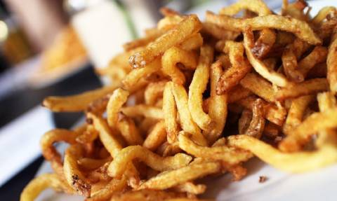 Έρευνα για γέλια και για κλάματα: «Δεν κάνει να τρως περισσότερες από 6 τηγανητές πατάτες!»