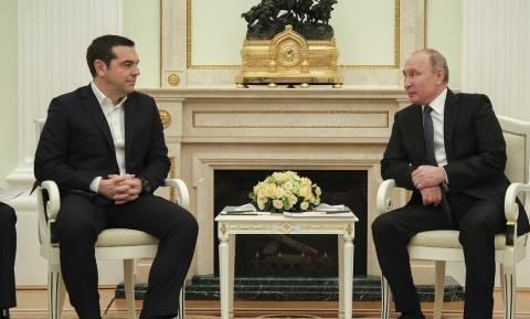 Πούτιν: Σαχλαμάρες τα περί συνωμοσίας εναντίον της Ελλάδας – Στηρίζουμε τον ελληνικό λαό (vid)