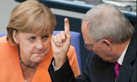 «Έξαλλος» ο Σόιμπλε: Αδίκως με κατηγορείτε, δεν ανέτρεψα τη Μέρκελ
