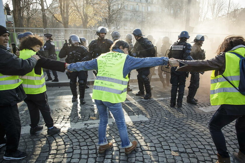 Συναγερμός στη Γαλλία για τα «κίτρινα γιλέκα»: Τουλάχιστον 34 συλλήψεις πριν από τις διαδηλώσεις