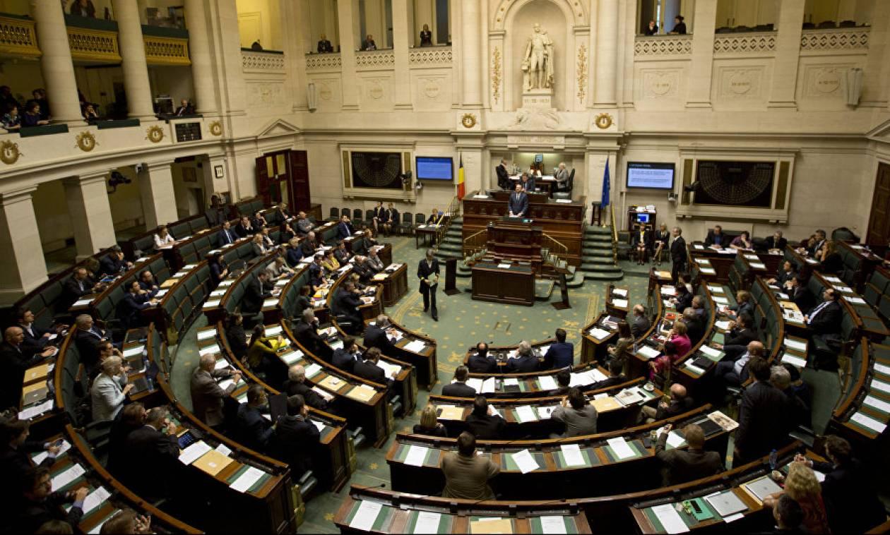 Καταρρέει η κυβέρνηση στο Βέλγιο λόγω του Συμφώνου του ΟΗΕ για τη Μετανάστευση