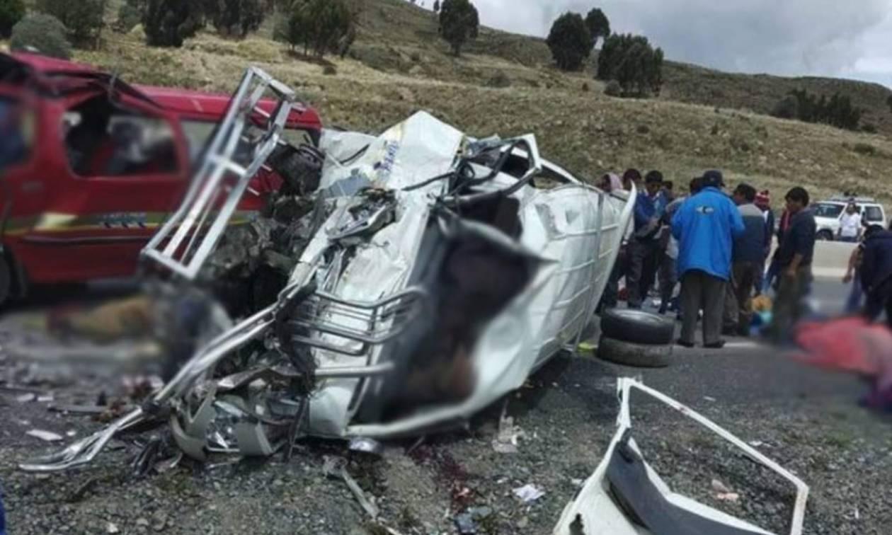 Τραγωδία στη Βολιβία: Δεκαεπτά νεκροί σε σύγκρουση λεωφορείων (ΠΡΟΣΟΧΗ! ΣΚΛΗΡΕΣ ΕΙΚΟΝΕΣ)