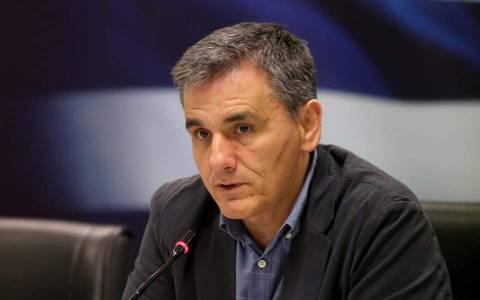 Τσακάλωτος: Συνιστώ υπομονή για τη μείωση του αφορολόγητου