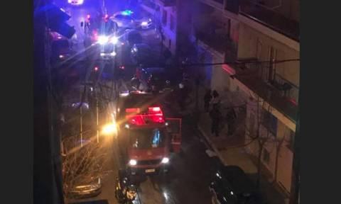 Κοζάνη: Φωτιά σε γκαράζ πολυκατοικίας – Κάηκαν ολοσχερώς δυο αυτοκίνητα (vid)