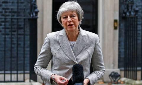 Τελεσίγραφο Μέι στους βουλευτές: Ψηφίστε το Brexit γιατί θα μείνουμε στην ΕΕ