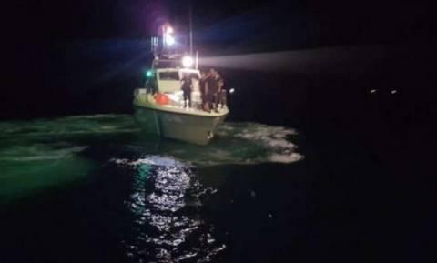 Αχαΐα: Καΐκι προσέκρουσε στο λιμάνι των Αλυκών - Μεγάλη επιχείρηση για να μην βυθιστεί