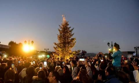 Χριστούγεννα 2018: Φωταγωγήθηκε το χριστουγεννιάτικο δέντρο στο Μάτι