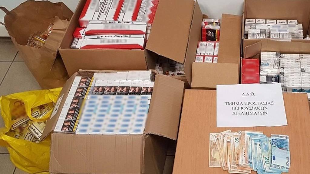 Θεσσαλονίκη: Συνελήφθη σε λαϊκή αγορά με περισσότερα από 1.100 λαθραία πακέτα τσιγάρα (pic)