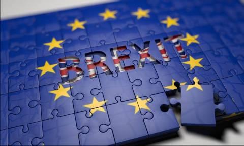 Ραγδαίες εξελίξεις στη Βρετανία: Ζητούν νέο δημοψήφισμα για το Brexit – Πρόταση μομφής κατά της Μέι