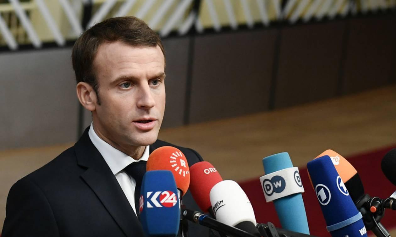 Φοβήθηκε νέα γαλλική επανάσταση ο Μακρόν: Υποσχέθηκε αύξηση μισθών κατά 100 ευρώ μηνιαίως (Vid)