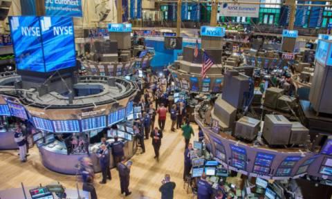 Με άνοδο η Δευτέρα στη Wall Street - Πτώση 3,1% για το αργό πετρέλαιο