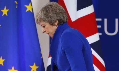 Brexit: Στις Βρυξέλλες αναζητά η Μέι λύσεις που... «δεν διαπραγματεύονται»