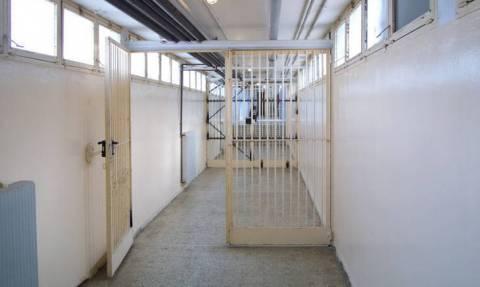 Συγκλονίζει ο πατέρας της φοιτήτριας: Καταδικάζω τα όσα θλιβερά έγιναν στη φυλακή με τον 19χρονο