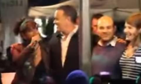 Ο Τομ Χανκς χορεύει το «Μάτια βουρκωμένα» και δηλώνει υπερήφανος που είναι Έλληνας (video)