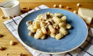 Η συνταγή της ημέρας: Νιόκι σε σάλτσα παρμεζάνας με μανιτάρια και φουντούκια
