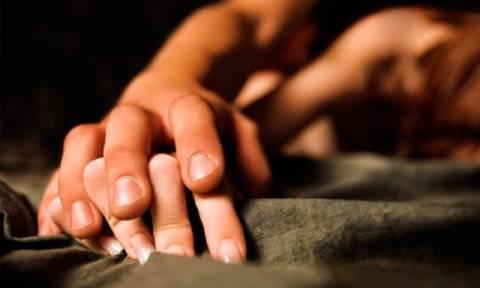 Απίστευτη πινακίδα στην Πάτρα - Για παθιασμένο ζευγάρι που δεν αφήνει τον κόσμο να κοιμηθεί! (pic)