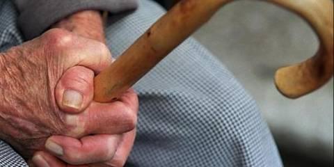 Τρίκαλα: Το ξύλο με τη μαγκούρα έστειλε δυο γυναίκες στο νοσοκομείο