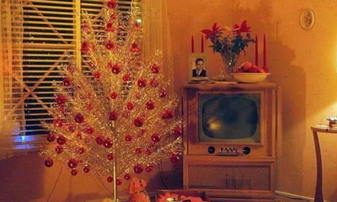 Αυτά εδώ είναι μακράν τα πιο κακόγουστα Χριστουγεννιάτικα δέντρα που έχεις δει!