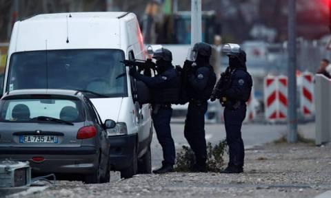 Στρασβούργο: Μεγάλη αστυνομική επιχείρηση στη συνοικία Νεντόρφ για τον εντοπισμό του μακελάρη