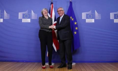 ΕΕ - Brexit: To «backstop» θα εφαρμοστεί «προσωρινά» και «μόνο για όσο είναι απαραίτητο»