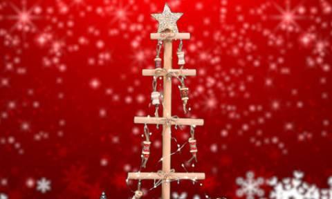 DIY: Αυτό το χριστουγεννιάτικο δέντρο θα το φτιάξετε αμέσως! Δείτε πώς... (video)