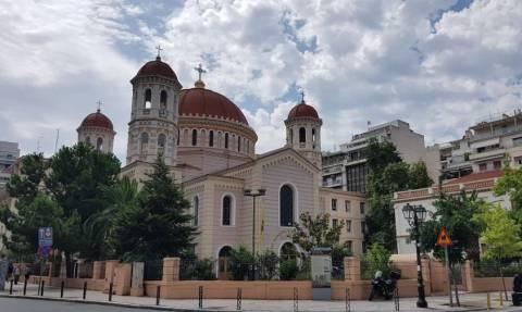 Εισβολή αναρχικών στη Μητρόπολη Θεσσαλονίκης (pic)