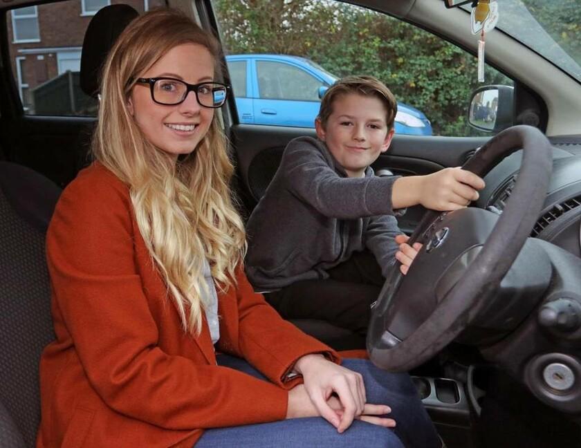 Απίστευτο βίντεο: Δείτε πώς ένας 8χρονος έσωσε τη ζωή της μητέρας του που οδηγούσε με 105 χλμ/ώρα