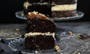 Η συνταγή της ημέρας: Τούρτα τριπλής σοκολάτας με φουντούκι