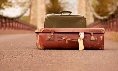 Απίστευτο περιστατικό στη Μυτιλήνη: 19χρονη μετέφερε στη βαλίτσα της... 21χρονο